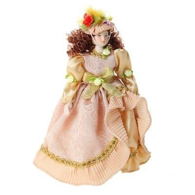 Коллекционная кукла Барышня ЗабаваКуклы<br>Коллекционная кукла барышня Забава станет приятным подарком как взрослым, так и детям. Высота 23 см.<br><br>Забава одета в роскошное платье пастельных цветов. На нем присутствуют рюши золотистого цвета и желтый бант. Хлопковая ткань идеально сочетается с легк...<br>