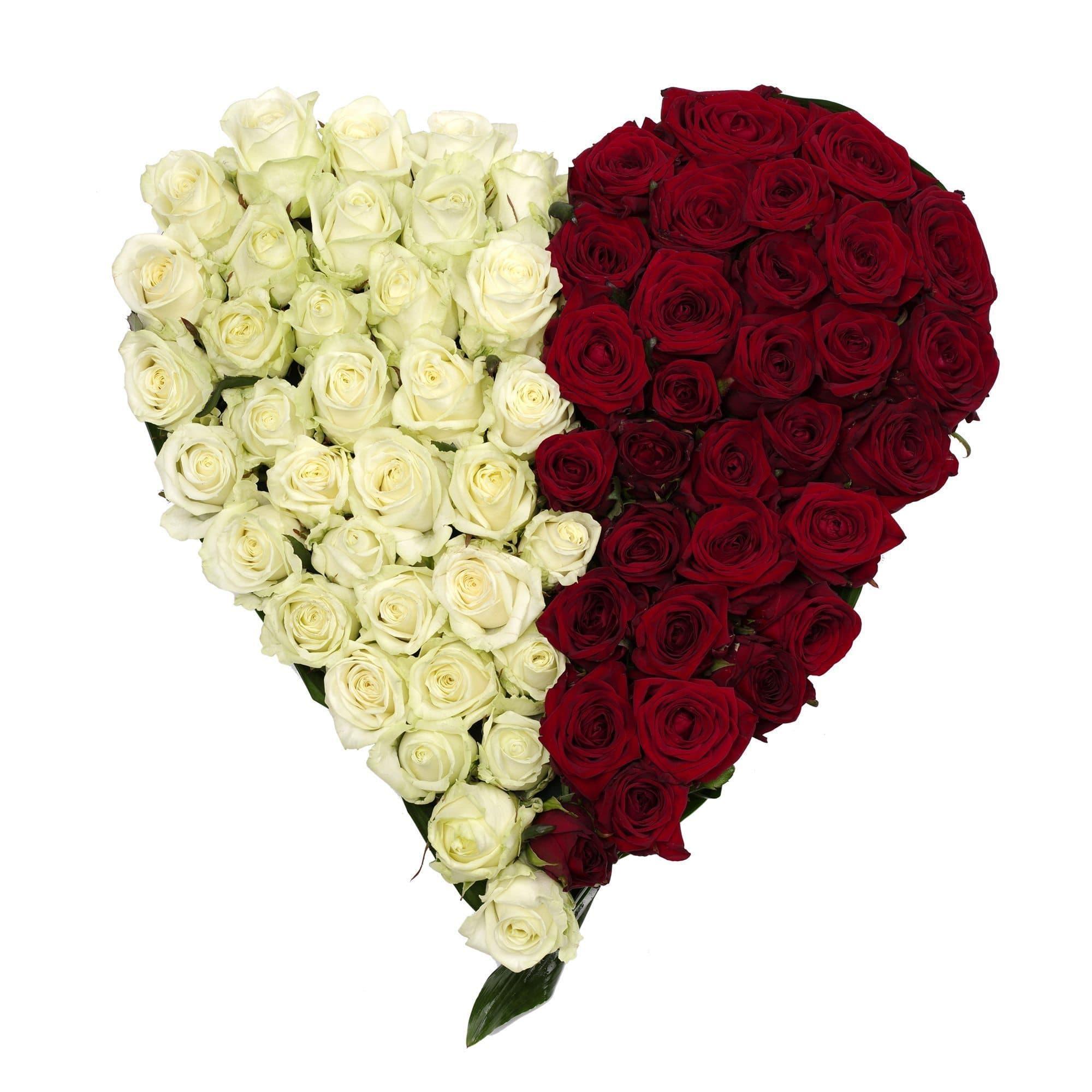 Love storyБелые розы<br>Love Story - это признание в любви, которое составлено из 101 розы и зелени в форме сердца. Цветы бережно вставлены в оазис. Это специальная губка, которая пропитана водой. Розы можно оставить без полива на целый день. Контур композиции сделан из зеленых ...<br>