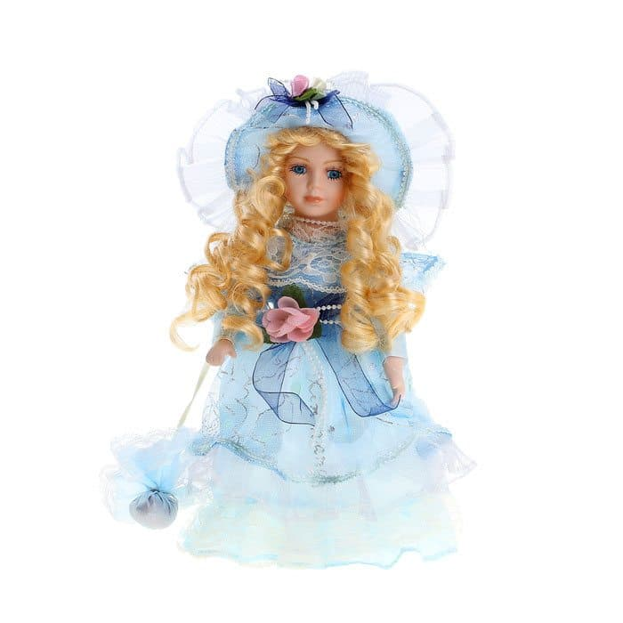 Коллекционная кукла Барышня ФаинаКуклы<br>Коллекционная кукла Барышня Фаина выполнена из легкого текстиля и высококачественной керамики, покрашенной вручную. Фаина одета в платье и шляпку из органзы голубого цвета, украшенные цветами, лентами и кружевом. Волосы уложены в длинные локоны. Кукла п...<br>