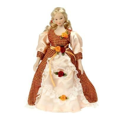 Коллекционная кукла ВиолеттаКуклы<br>Коллекционная кукла Виолетта станет приятным подарком как взрослым, так и детям. Высота 23 см.<br><br>Виолетта одета в платье, выполненное в русском стиле. На нем присутствуют бантики и рюши. Ткань в клеточку идеально сочетается с кремовой атласной. Светлые в...<br>