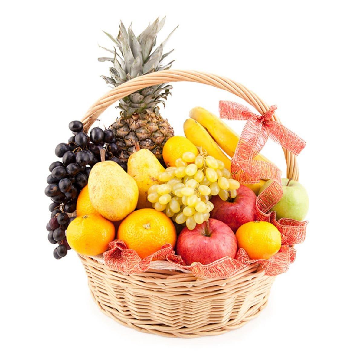 Корзина фруктовНовогодние<br>Покупайте фруктовую корзину. Этот подарок не только симпатичный, но вкусный и очень полезный. Кроме этого, если вы все-таки успеете накрыть на стол, то фрукты никогда не будут лишними. Можно устроить на следующий день после торжества разгрузочный день.<br>