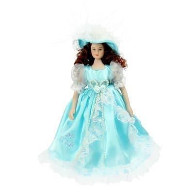 Коллекционная кукла Барышня ЛидияКуклы<br>Коллекционная кукла барыня Лидия станет приятным подарком как взрослым, так и детям. Высота 23 см.<br><br>Лидия одета в роскошное платье цвета бирюзы. На нем присутствуют бантики и рюши белого цвета. Атласная ткань идеально сочетается с легкой сеточкой. На го...<br>