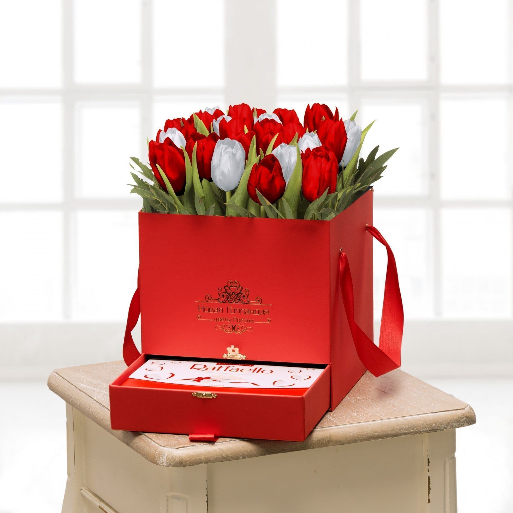 25 тюльпанов микс в красной коробке шкатулке с рафаэлло №484Тюльпаны<br><br>
