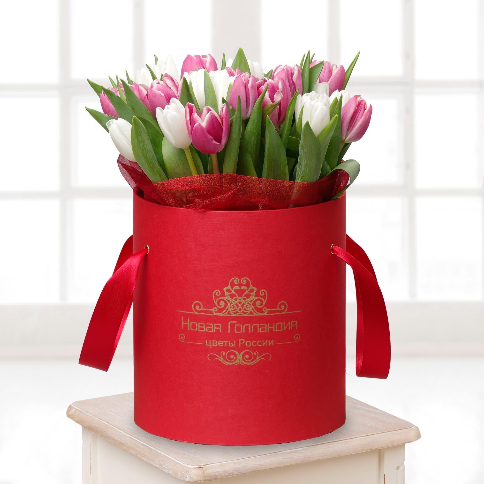 Купить со скидкой 31 тюльпан в красной шляпной коробке