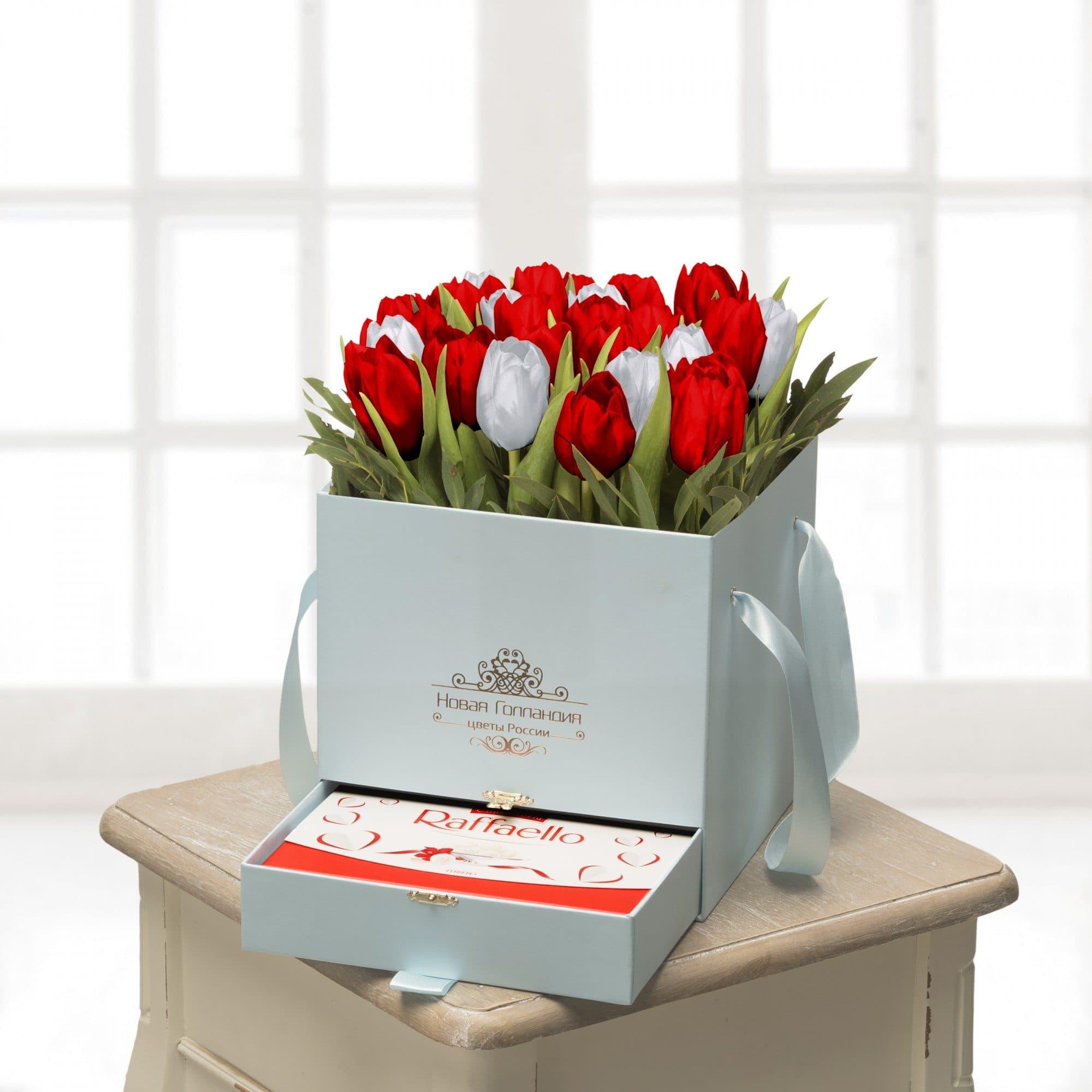 25 тюльпанов микс  в голубой коробке шкатулке с рафаэлло №483Тюльпаны<br><br>