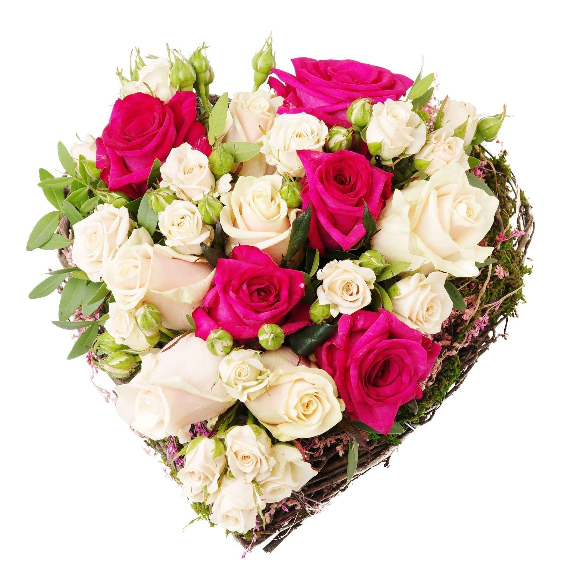 Сердце из роз ГармонияСердца<br>Подарочная композиция в форме сердца Гармония выполнена из 13 роз. Несмотря на такое число, она принесет получателю только радость. Идеальное сочетание красных и кремовых роз станет выражением Вашей любви и искренности.<br><br>Конструкция композиция состоит...<br>