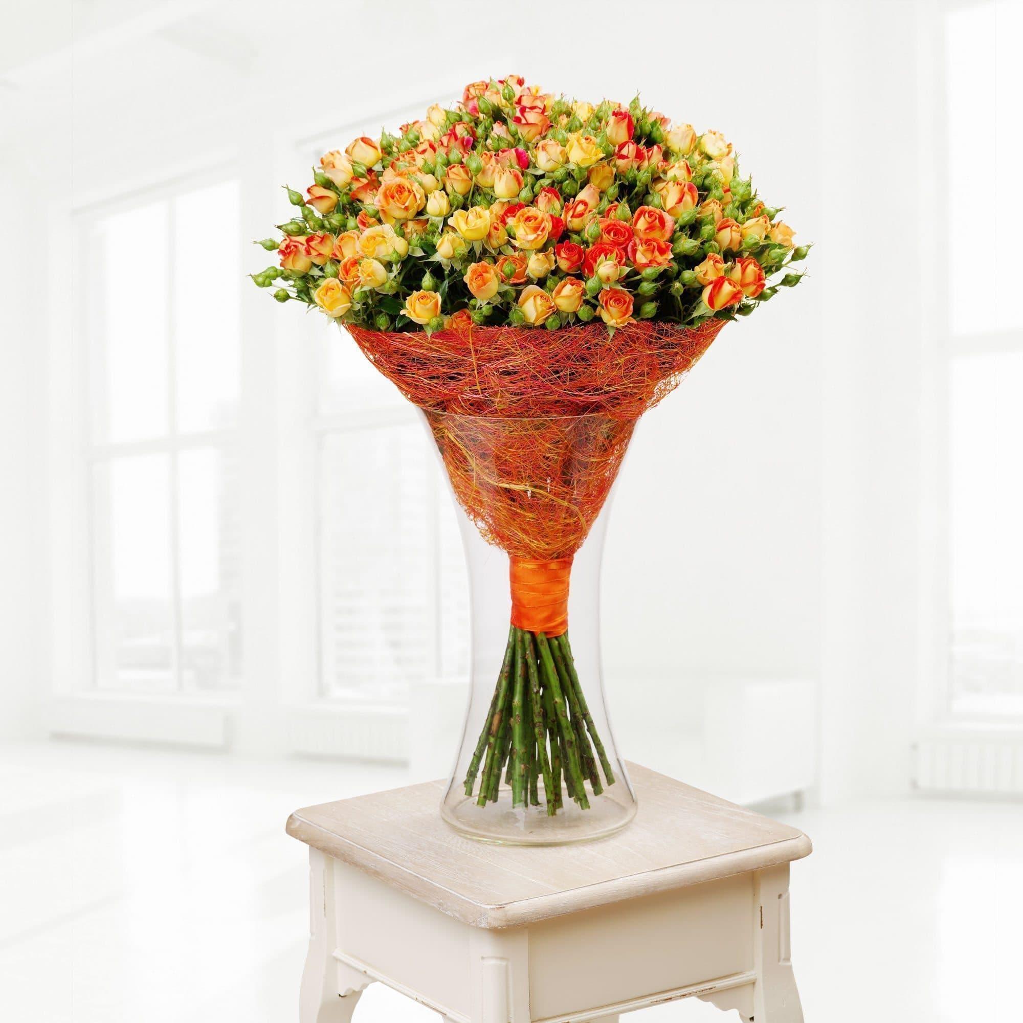 51 оранжевая кустовая розаОранжевые розы<br>Букет Rio составлен из 51 кустовой розы оранжевого цвета. Композиция прекрасно подойдет в качестве подарка на день рождения, день матери или 8 марта. Высота букета 60 см. Купить розы кустовых сортов вы можете у нас на сайте - мы предлагаем широкий выбор ц...<br>