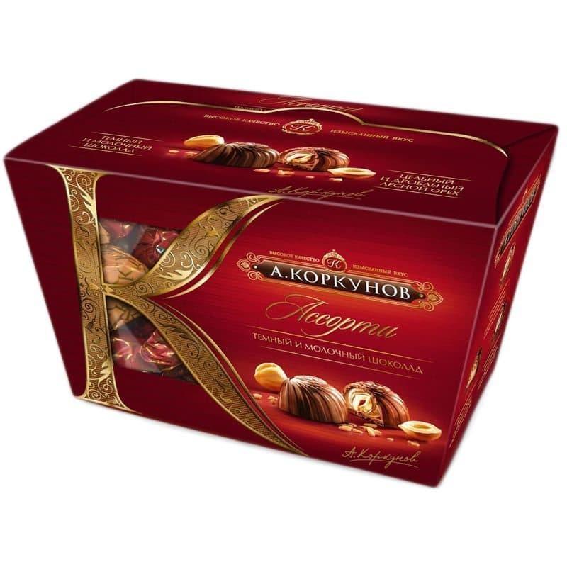 Конфеты-ассорти А.КоркуновКонфеты<br>Конфеты «А.Коркунов» коллекции «Ассорти» подойдут для самых взыскательных ценителей шоколада. В наборе представлены конфеты из темного шоколада с дробленым лесным орехом, темного шоколада с цельным лесным орехом и молочного шоколада. Набор представлен в к...<br>