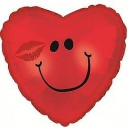 Воздушный шар Счастливое сердцеВоздушные шарики<br>Воздушный шар в форме сердца красного цвета с улыбкой и поцелуем. Диаметр шарика 50 см. Материал - прочная фольгированная пленка, благодаря которой шар сохранит форму от одной недели до одного месяца. При надувании используется только гелий.<br>