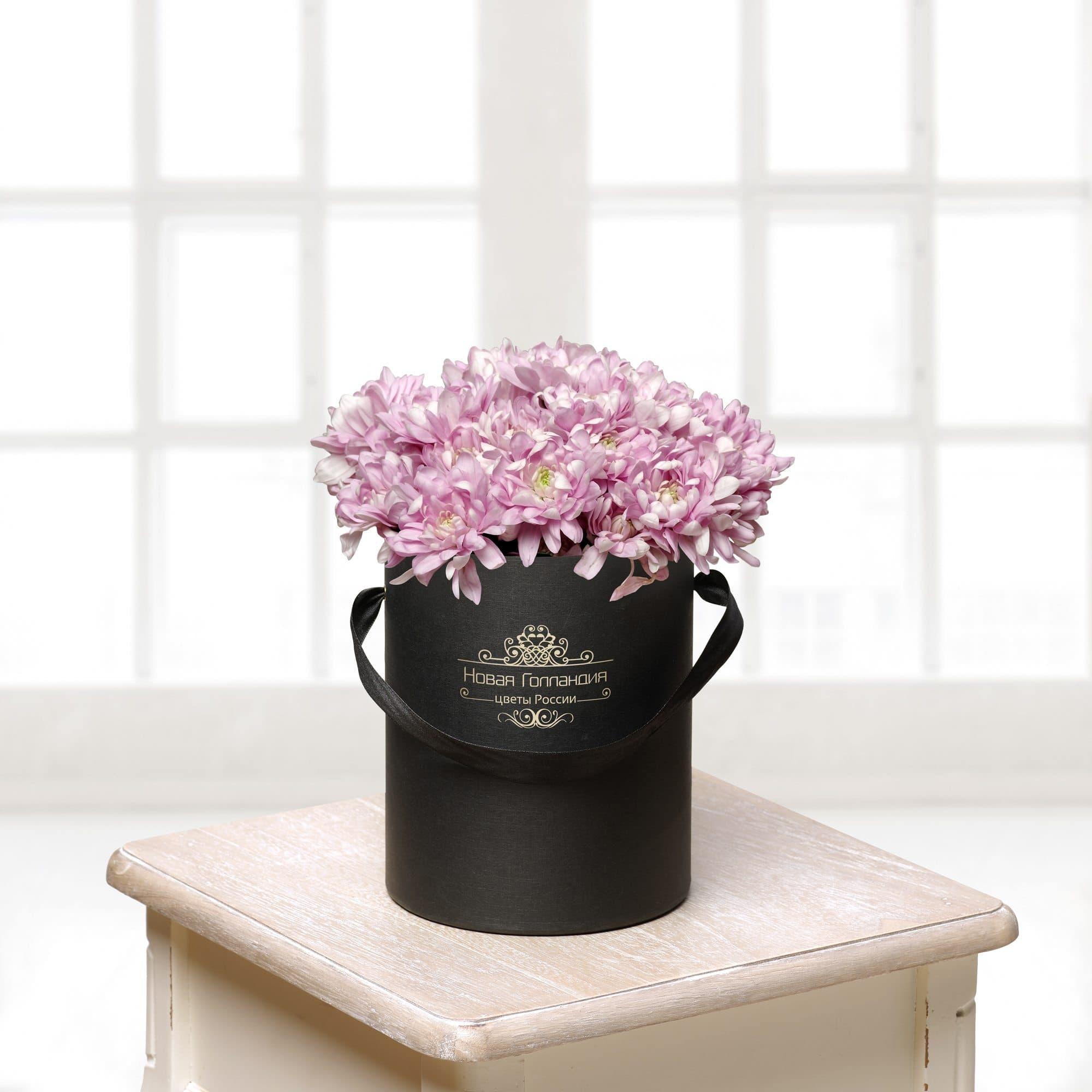 Цветы в фиолетовой коробке фото