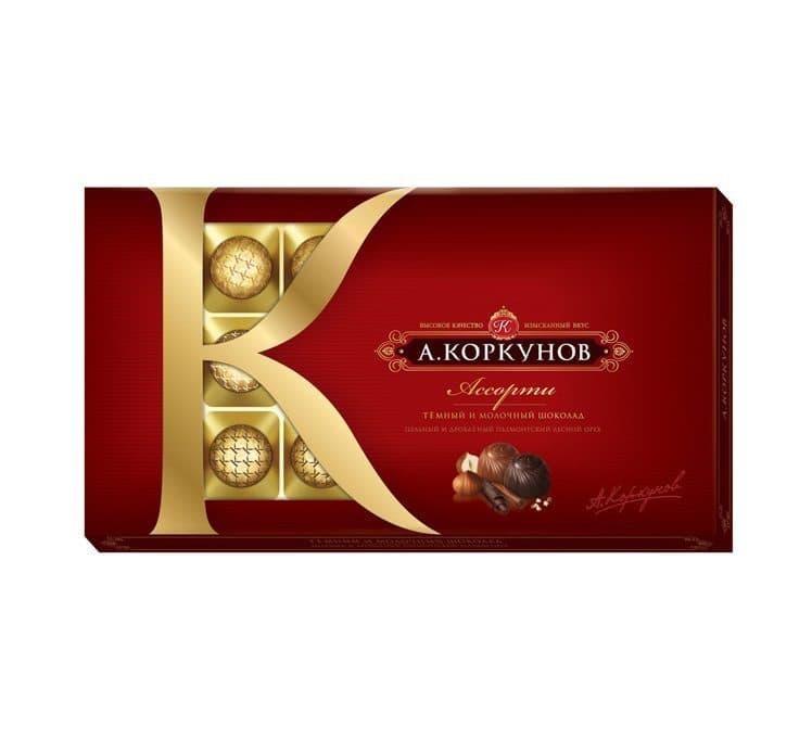Набор конфет А.КоркуновКонфеты<br>Конфеты «А.Коркунов» коллекции «Ассорти» подойдут для самых взыскательных ценителей шоколада. В наборе представлены конфеты из темного и молочного шоколада с дробленым лесным орехом. Набор представлен в картонной коробке. Вес – 190 г.<br>